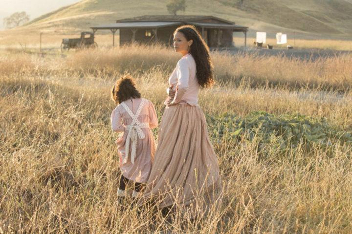 Thandie Newton en el campo de 'Westworld'