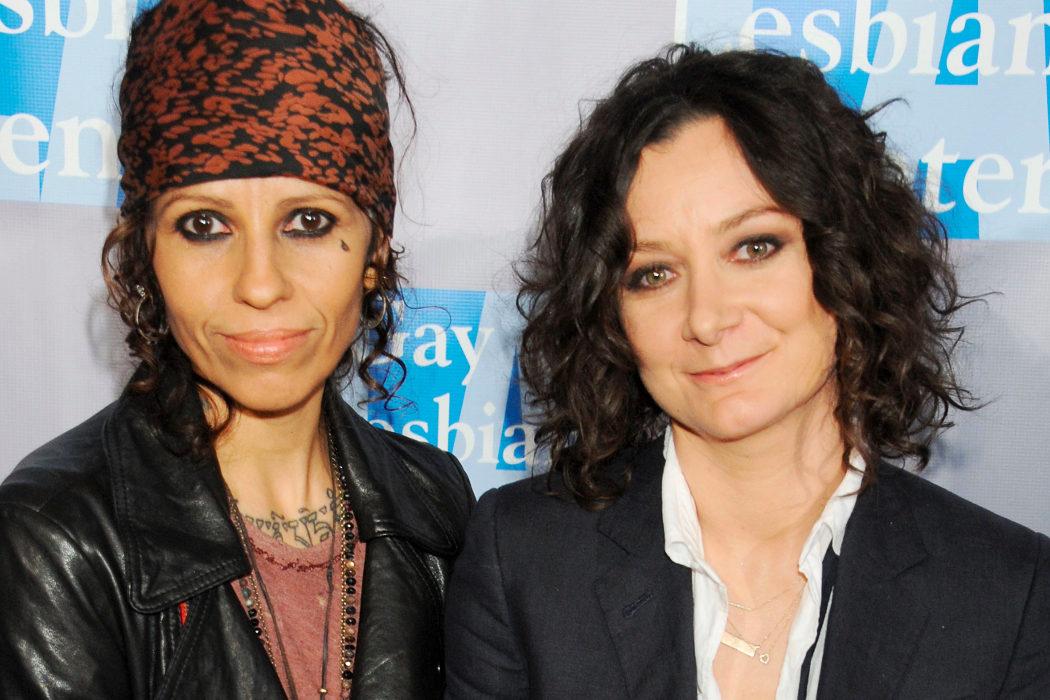 Sara Gilbert y Linda Perry