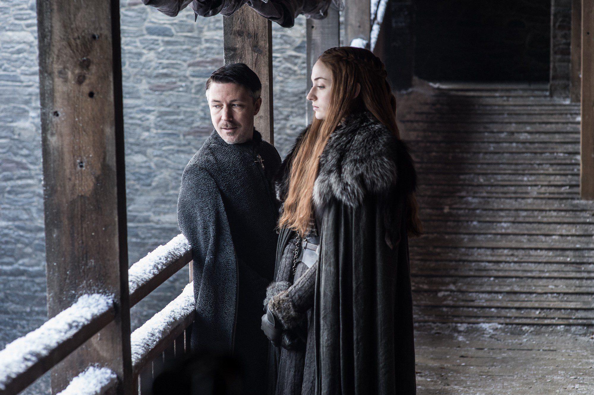 Sansa y Meñique observan Invernalia desde las alturas