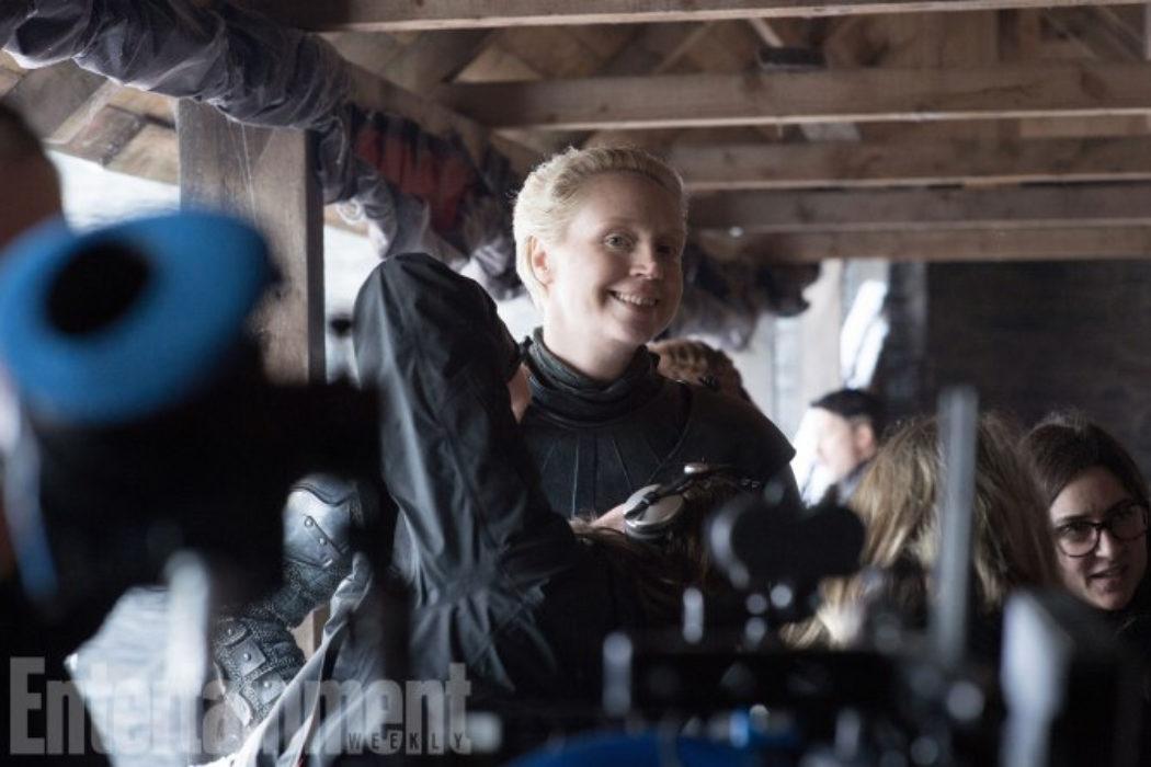 Brienne de Tarth muy sonriente