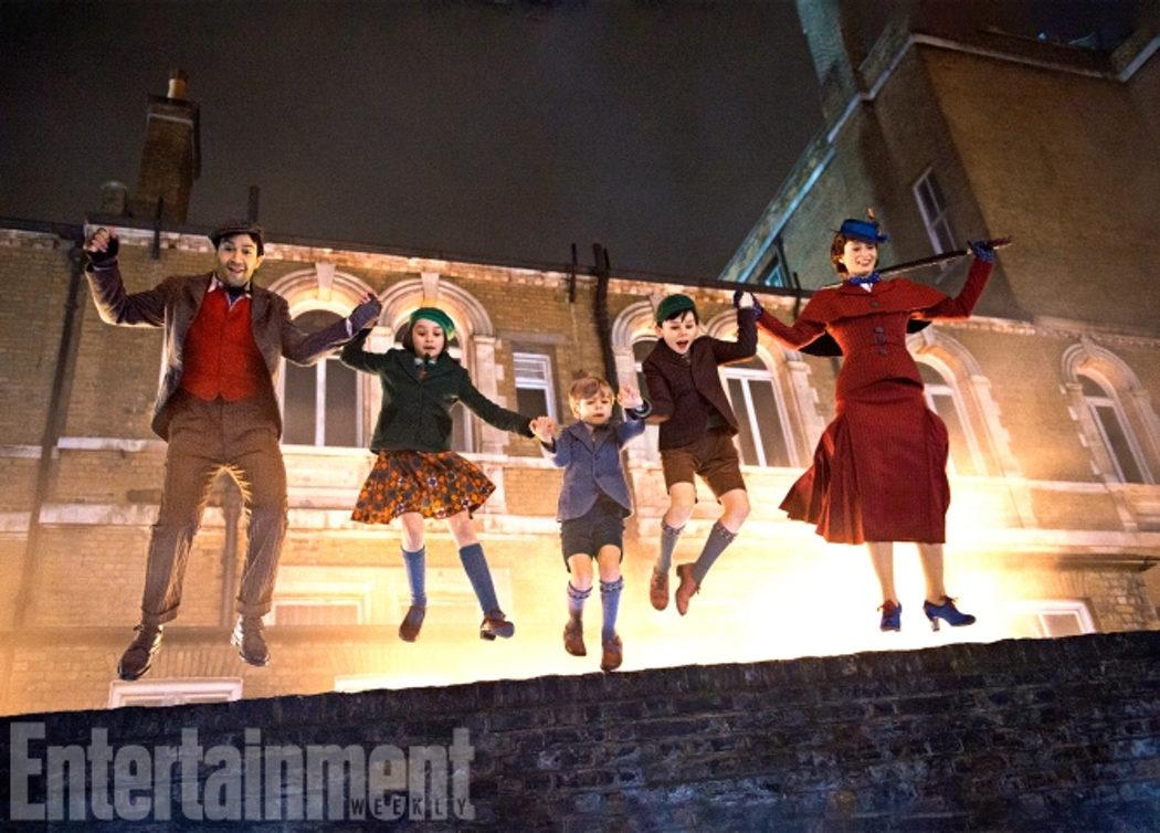 Jack, los niños Banx y Mary Poppins saltan por los tejados