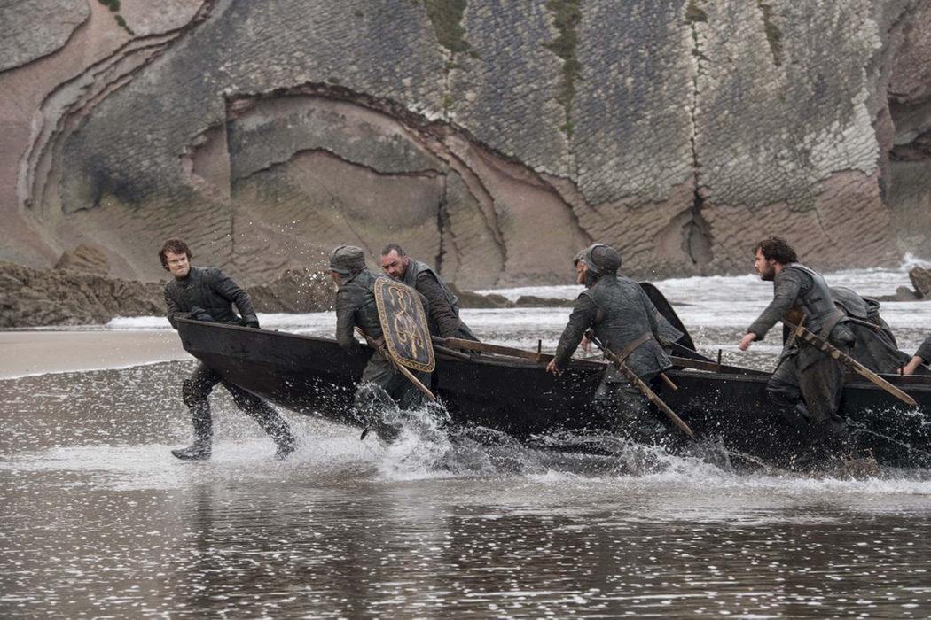 Theon y sus salvadores llegan a Rocadragón