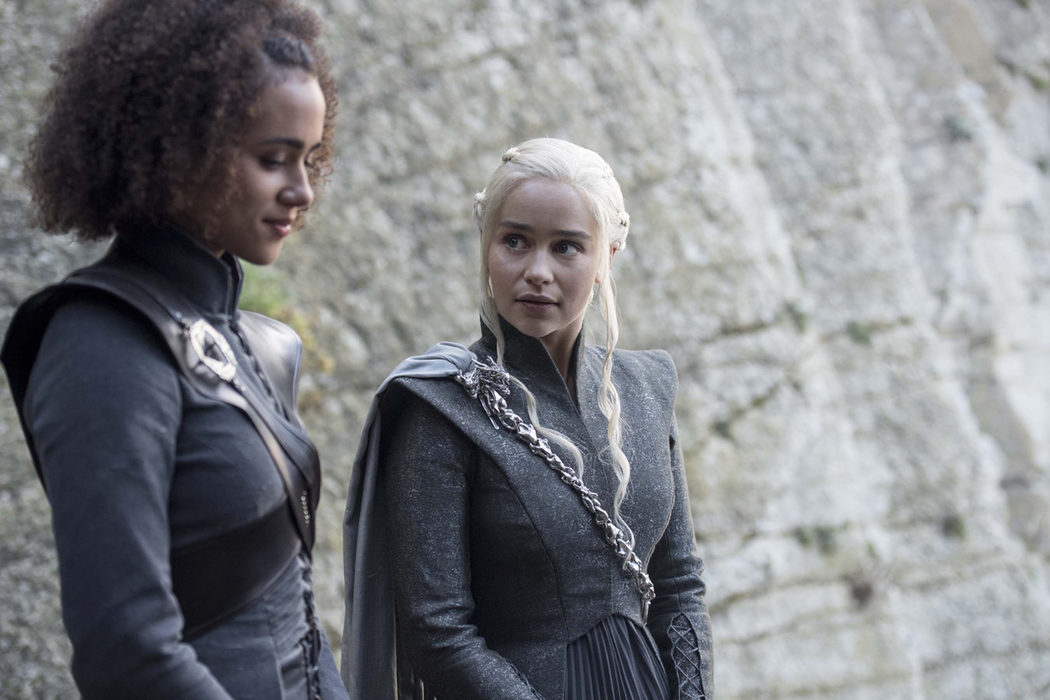 Missandei sonríe junto a Daenerys