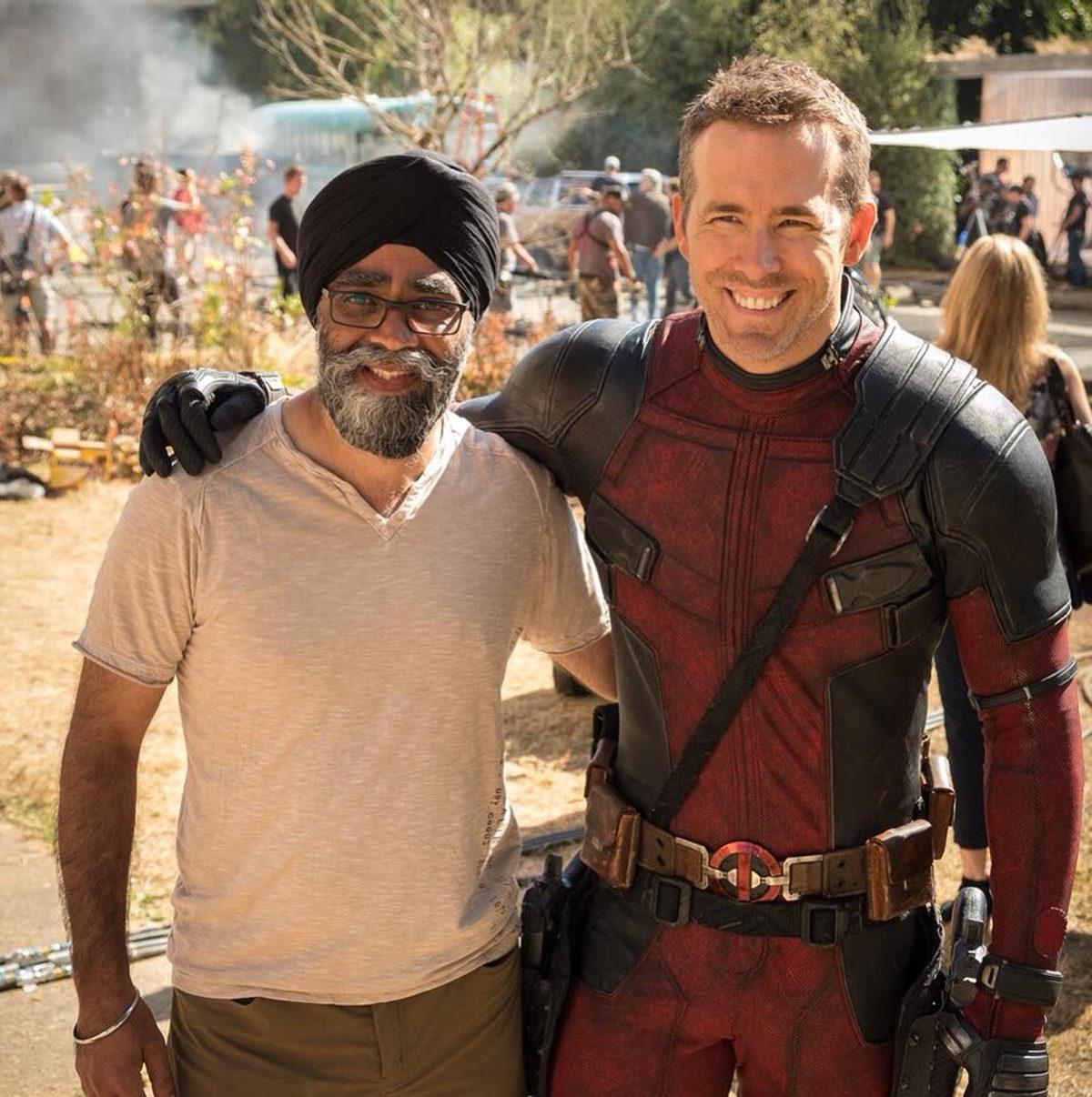 Ryan Reynolds y el Ministro de Defensa canadiense Harjit Singh Sajjan