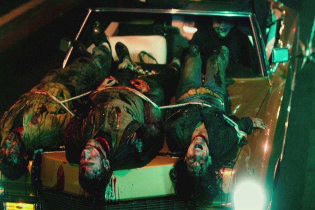 Las personas atadas al coche de 'Election'