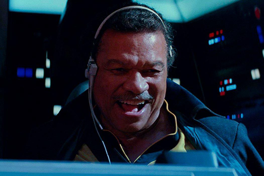 Lando pilotando el Halcón Milenario