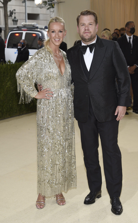 Julia Carey y James Corden